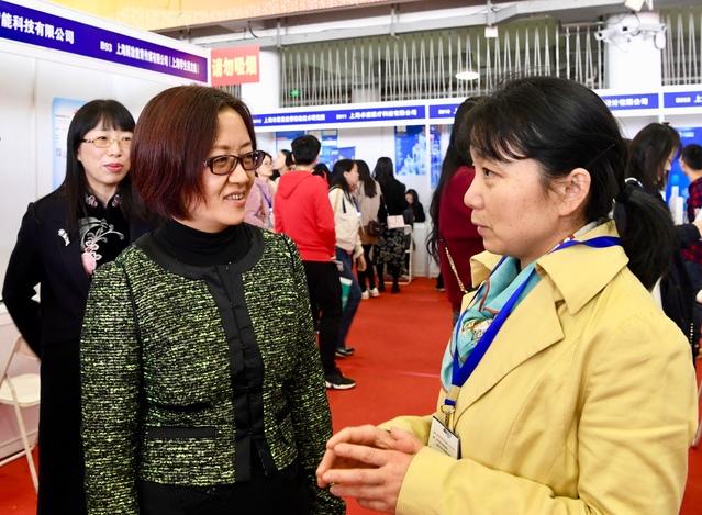 2020届上海松江大学园区七校毕业生联合招聘会在校举行 719家用人单位提供万余岗位 近6000毕业生参与应聘